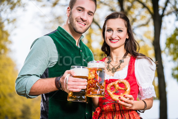 Bier zoute krakeling najaar vrouw boom voedsel Stockfoto © Kzenon