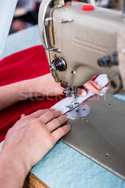 Manos la máquina de coser sastre taller mujer moda Foto stock © Kzenon