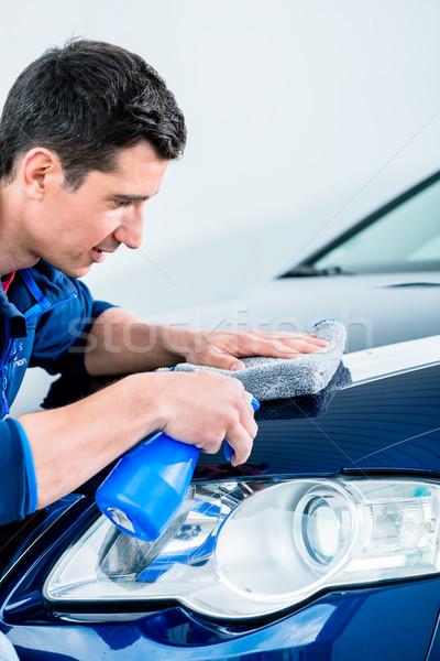 Hombre limpieza coche esponja lujo azul Foto stock © Kzenon