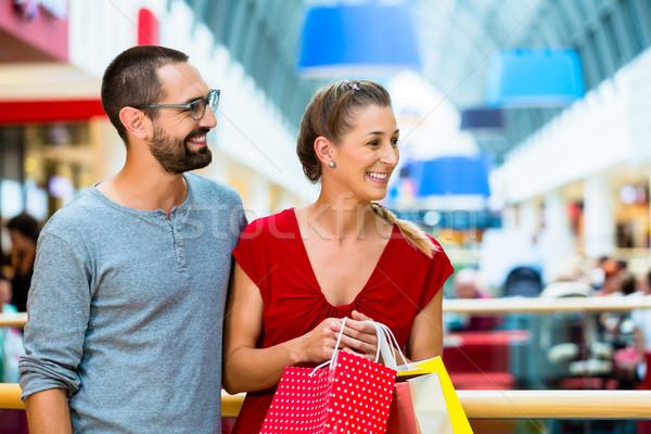 Adam kadın çanta alışveriş alışveriş Stok fotoğraf © Kzenon