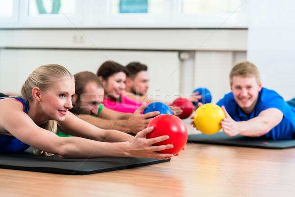 Antreman grup spor salonu fizyoterapi erkekler kadın Stok fotoğraf © Kzenon