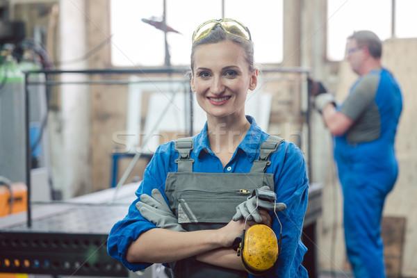 Travailleurs métal atelier homme femme travaux Photo stock © Kzenon