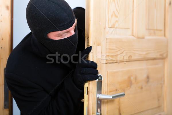кража со взломом преступление грабитель открытие двери безопасности Сток-фото © Kzenon