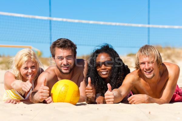 Foto stock: Amigos · jogar · praia · voleibol · grupo · mulheres