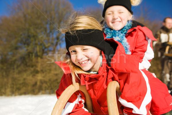Siostry śniegu dwa mały dzieci górę Zdjęcia stock © Kzenon