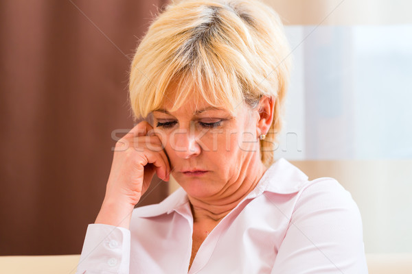 Supérieurs toucher front maux de tête douleur vieille femme Photo stock © Kzenon