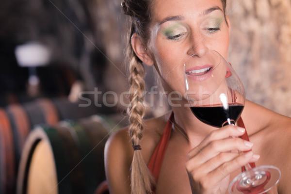Nő borkóstolás pince tart üveg kéz Stock fotó © Kzenon
