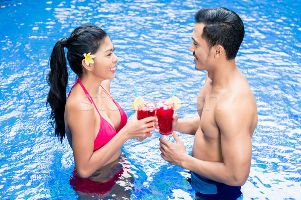 Couple boissons piscine Asie heureux amis Photo stock © Kzenon