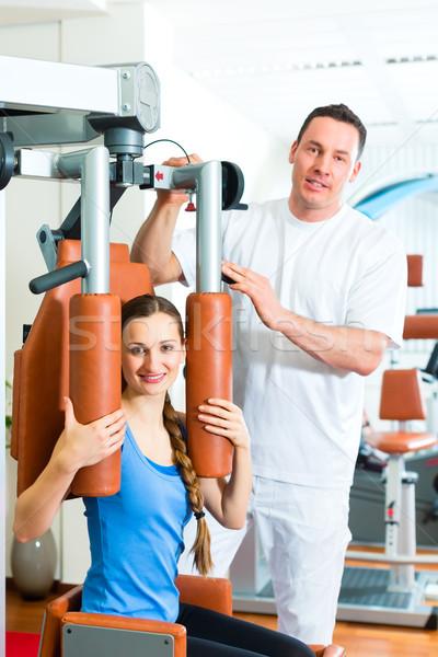 Paciente fisioterapia fisioterapia mulher homem Foto stock © Kzenon