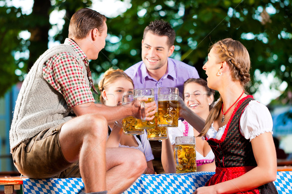 Bière jardin amis potable fraîches Photo stock © Kzenon