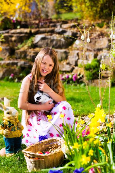 Meisje wonen Easter Bunny meisje weide Stockfoto © Kzenon