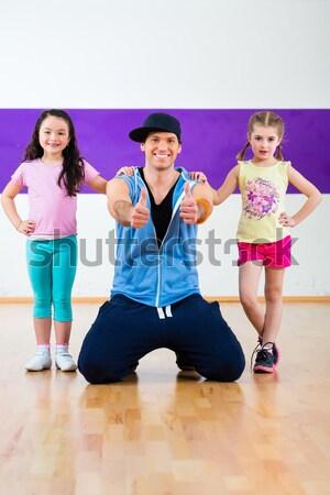 Stockfoto: Dans · leraar · kinderen · zumba · fitness · klasse