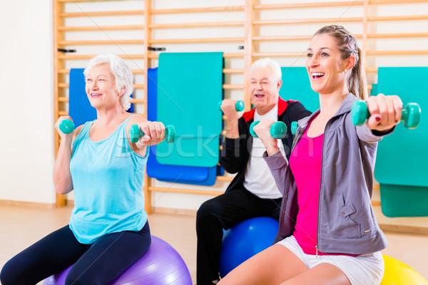 Groep mensen fysiotherapie groep senior jongeren vrouw Stockfoto © Kzenon