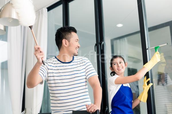 Indonéz pár takarítás otthon férfi ablak Stock fotó © Kzenon