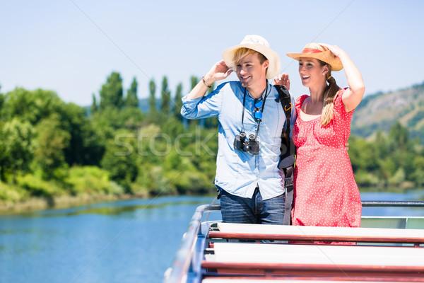 Felice Coppia fiume crociera indossare sole Foto d'archivio © Kzenon