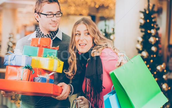 カップル ショッピング クリスマス プレゼント 袋 モール ストックフォト © Kzenon