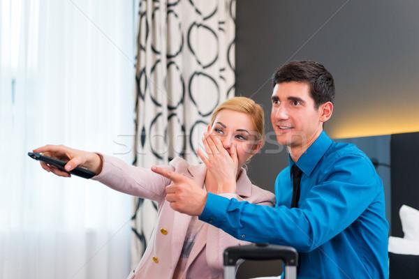 Couple contrôle chambre d'hôtel heureux femme Photo stock © Kzenon