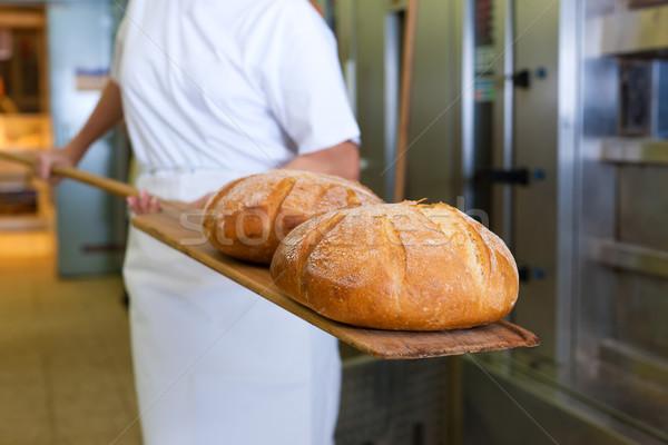 Bakker brood tonen product vers Stockfoto © Kzenon