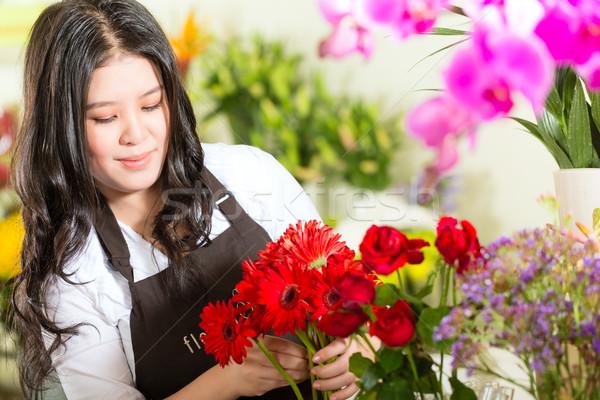 Kínai elarusítónő virágüzlet barátságos ázsiai virágárus Stock fotó © Kzenon