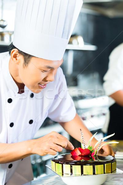 азиатских Повара приготовления ресторан портрет молодые Сток-фото © Kzenon