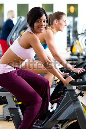Groupe gymnase sport vélo fitness personnes Photo stock © Kzenon