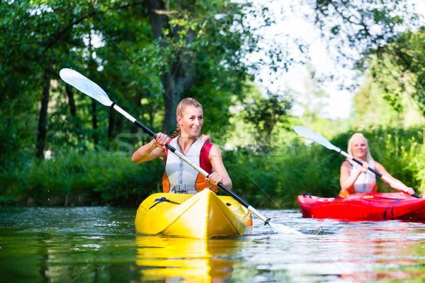 ストックフォト: 女性 · カヌー · 森林 · 川 · スポーツ · ボート