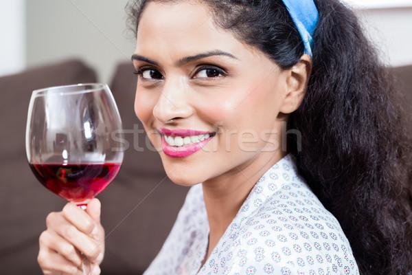 Stock fotó: Gyönyörű · fiatal · nő · iszik · vörösbor · otthon · közelkép