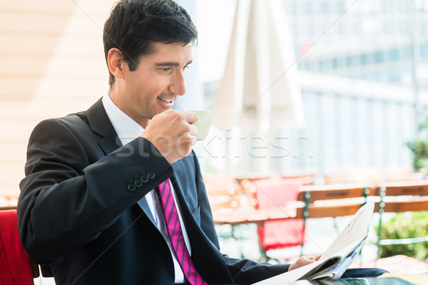 Foto stock: Empresário · leitura · jornal · potável · café · jovem