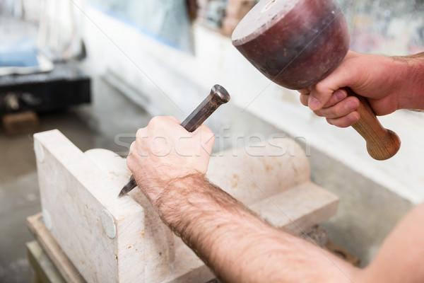 Travail marbre colonne pierre marteau ciseler Photo stock © Kzenon