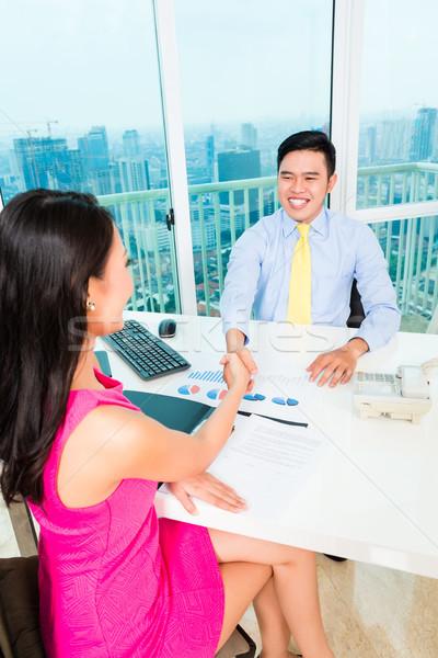 Asian adviseur cliënt financiële investering vrolijk Stockfoto © Kzenon
