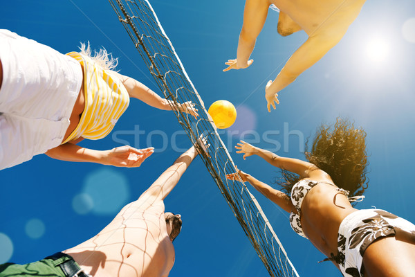 Vrienden spelen strand volleybal spelers zomer Stockfoto © Kzenon