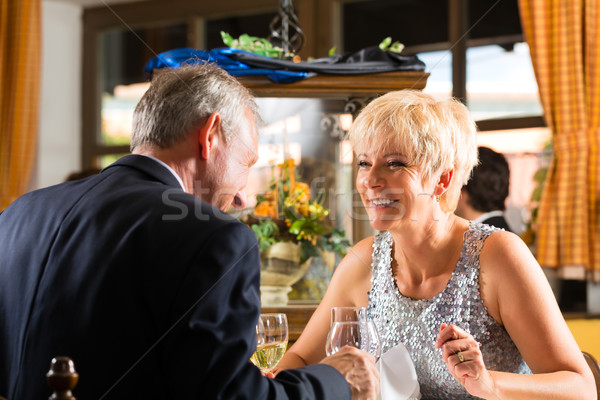 Starszy para restauracji żywności tabeli hotel Zdjęcia stock © Kzenon