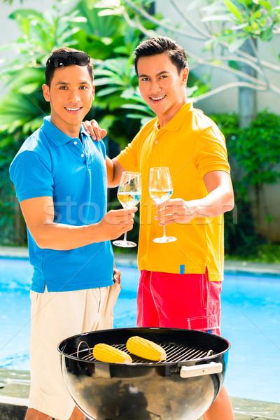 Stock fotó: ázsiai · barátok · barbecue · iszik · fehérbor · BBQ