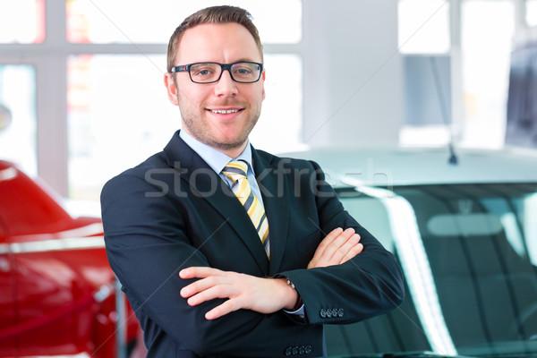 Vendedor trabalhando carro negócio trabalhar Foto stock © Kzenon
