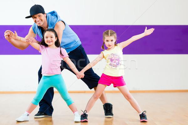 Stockfoto: Dans · leraar · kinderen · zumba · dansen · klasse