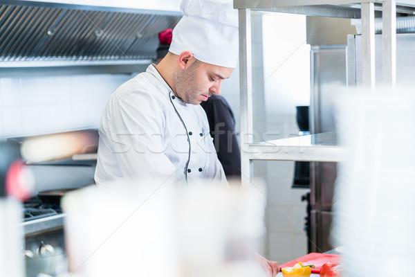 Stok fotoğraf: şefler · mutfak · çalışma · atış · plakalar