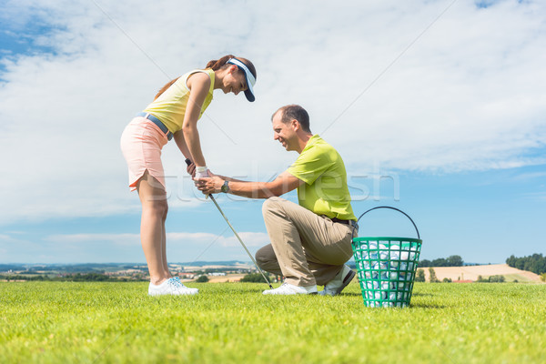Jonge vrouw golf swing instructeur Stockfoto © Kzenon