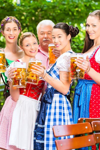 Stockfoto: Bier · tuin · vrienden · drinken · pub · man