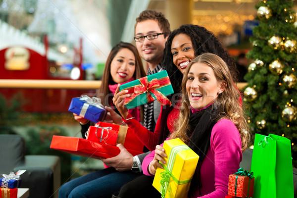 Stock fotó: Karácsony · vásárlás · barátok · bevásárlóközpont · diverzitás · csoport