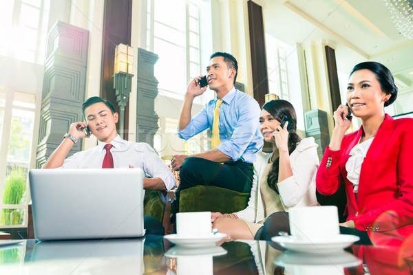 азиатских заседание говорить сотового телефона служба Сток-фото © Kzenon