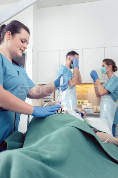 Enfermeira anestesia paciente espera hospital Foto stock © Kzenon