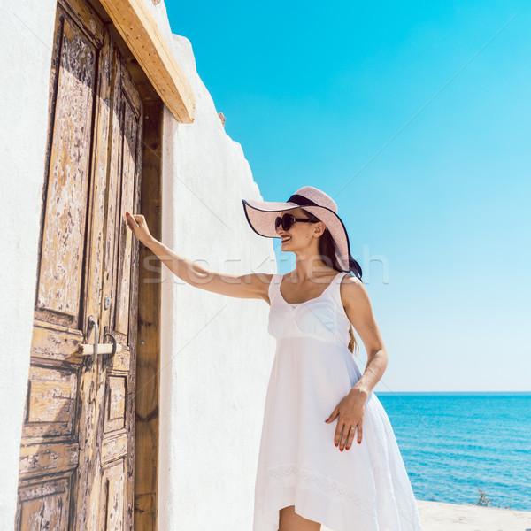 женщину двери пляж домой Греция морем Сток-фото © Kzenon