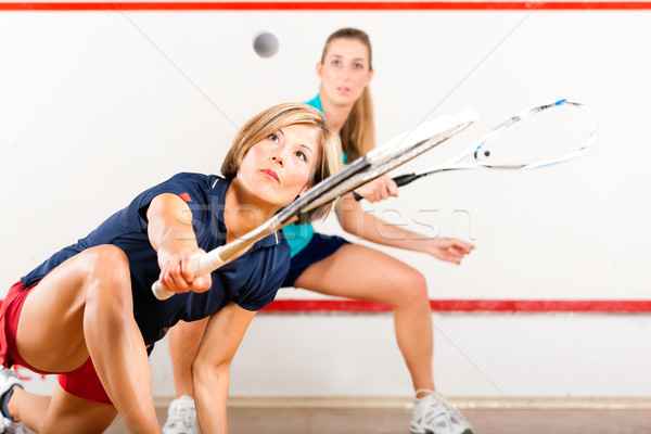 Squash sport femmes jouer gymnase tribunal Photo stock © Kzenon