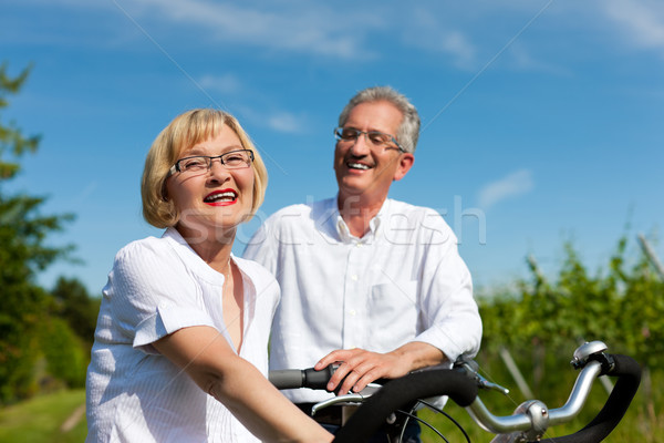 счастливым пару Велоспорт улице лет зрелый Сток-фото © Kzenon