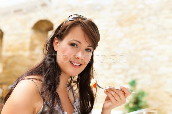 Kobieta jedzenie żywności popołudnie młodych szczęśliwy Zdjęcia stock © Kzenon