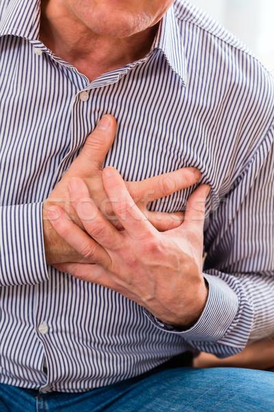 Senior ataque cardíaco casa velho peito Foto stock © Kzenon