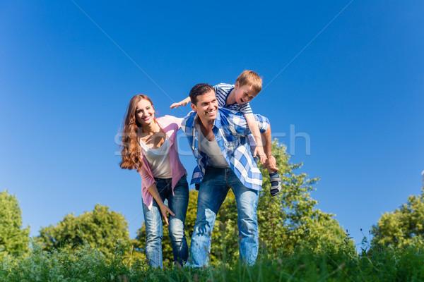 パパ ピギーバック 戻る 家族 ストックフォト © Kzenon