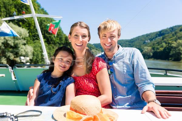 Famille séance heureusement bateau rivière croisière Photo stock © Kzenon