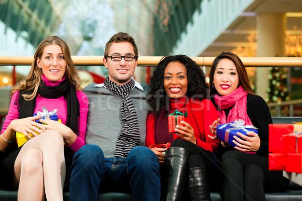 Stock fotó: Barátok · karácsony · ajándékok · szatyrok · bevásárlóközpont · diverzitás