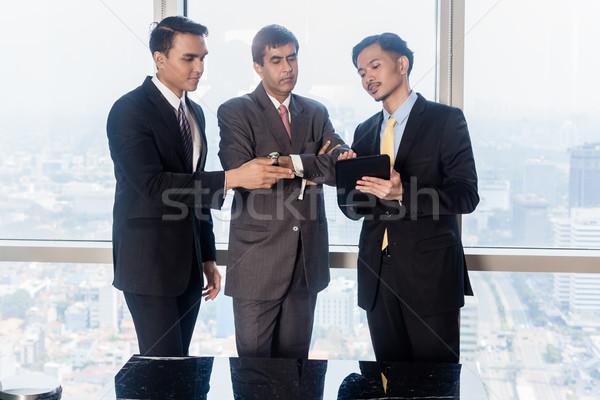 Affaires parler nombre trois asian Photo stock © Kzenon